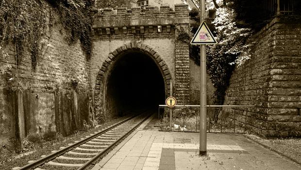 railway-station-450145_1280
