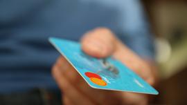 ポイントカードを活用しよう!利用のコツを紹介しているムービーを見て学んでみては?