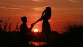 女性が感動するプロポーズのシチュエーションは?オススメ動画を紹介