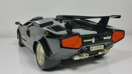 高性能・スタイリッシュなデザインで人気を博すスポーツカーの動画
