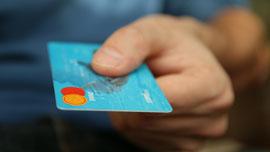ブランド感あるアメックスのクレジットカードCM