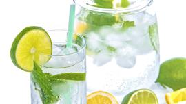 持ってるだけでオシャレな気がする「炭酸水」!シュワッと爽快、炭酸水のオシャレPV5選