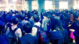 外国人が驚愕する、日本の電車事情!動画で俯瞰で見てみたい、日本の通勤ラッシュ