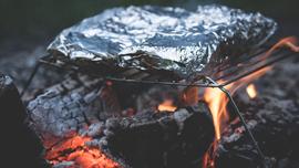 キャンプで実践してみて!酒好きを喜ばせる、アウトドアメニュー 〜火起こししながら作れるメニューもあるよ〜